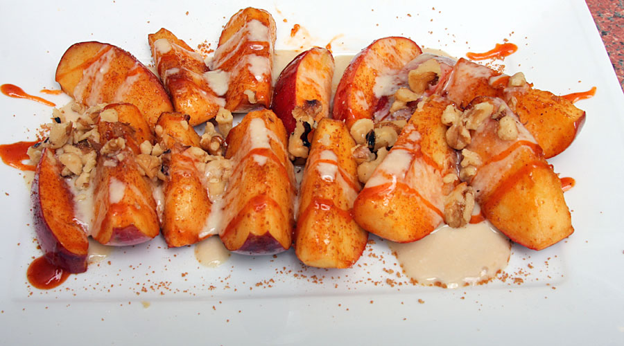 Grilled Apple Slices with Mumbo Mascarpone Cheese Sauce